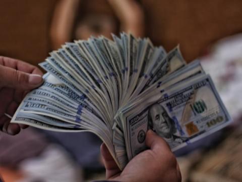Die Geburt einer Epochen-Aktie und die Wiedergeburt eines Geld-Klassikers