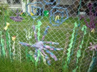creative-used-cloth-for-chain-link-fence-decoration-ideas