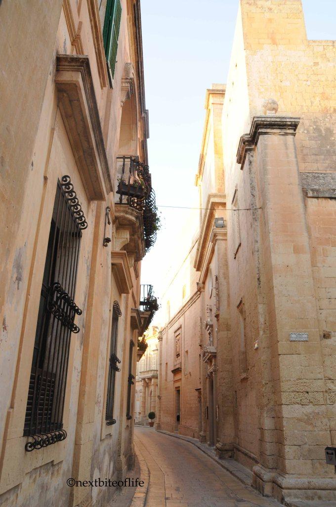 curved cobblestone street of Mdina malta