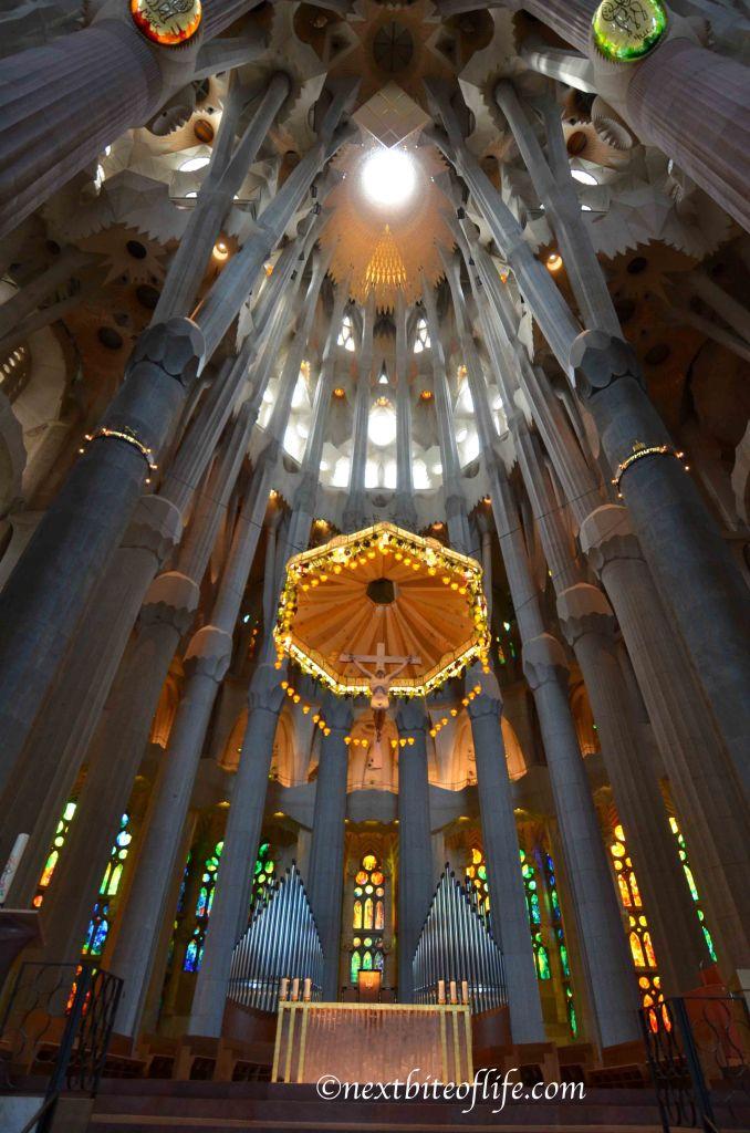 Barcelona sagrada familia columns