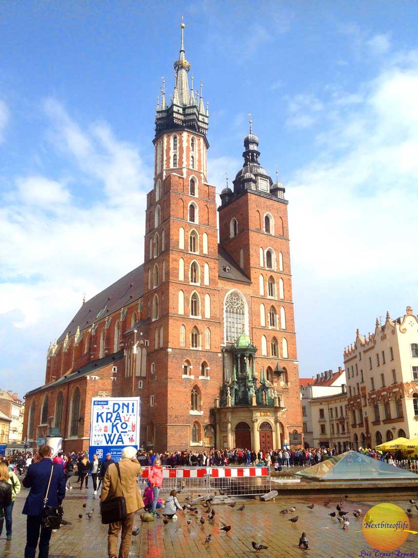 cool krakow guide st marys basilica