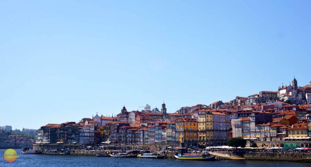 Ribeira view from vila nova porto