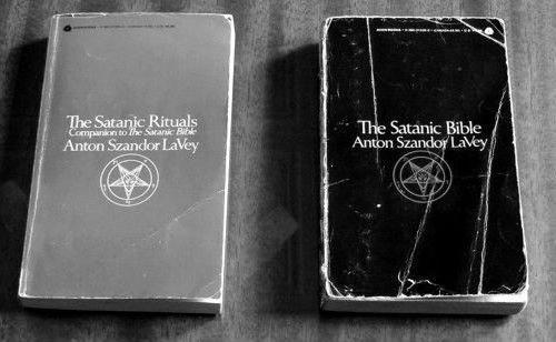 Resultado de imagen para biblia satanica