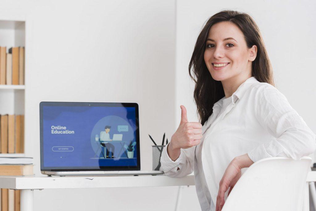 Landing Page na laptopie