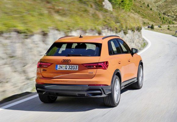 thumbnail_Audi Q3 rear