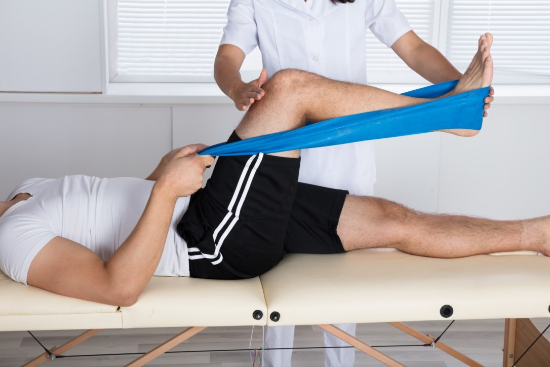 Physiotherapy stretch for knee pain