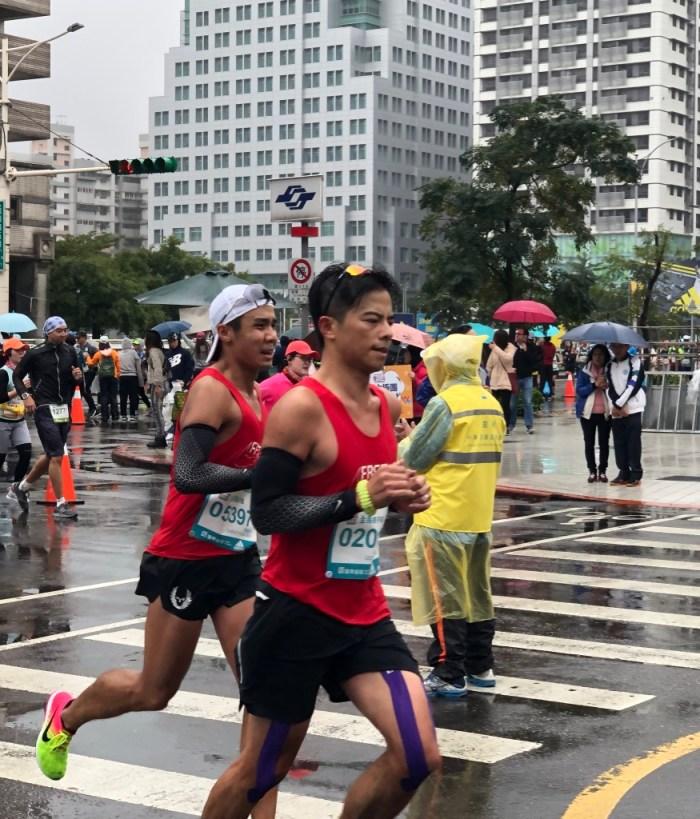 Marathon de taipei : un jour heureux sous la pluie