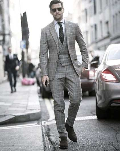 Guy With Sharp Looking Grey Suit Outfit