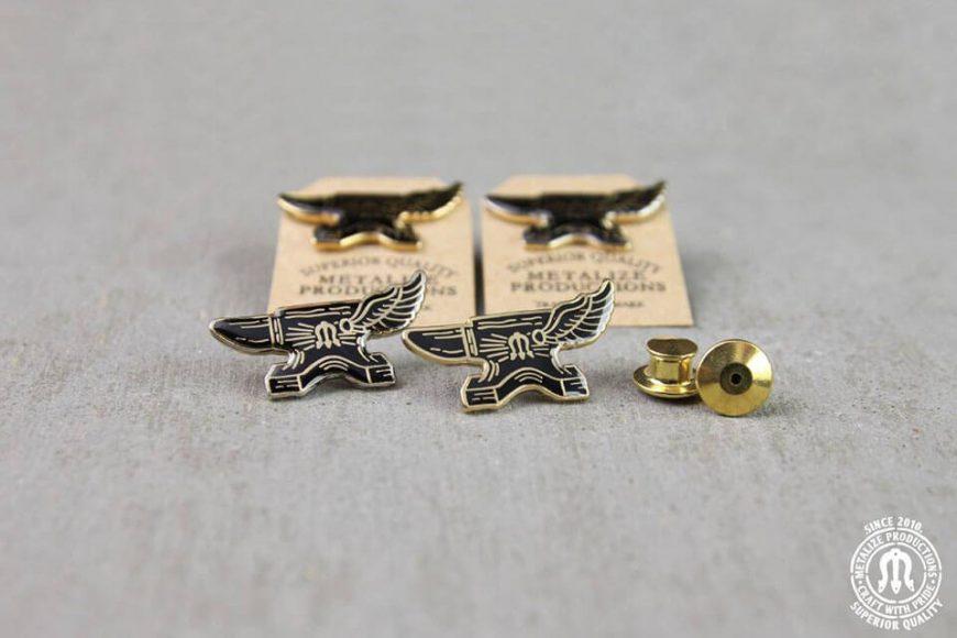 METALIZE 4/1(五) 16 S/S Logo Pin 鐵覘翅膀 | NMR