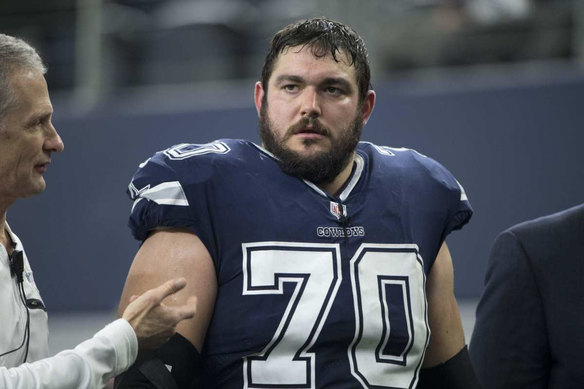 Initial Diagnosis For Cowboys G Zack Martin Is Hyperextended Left Knee