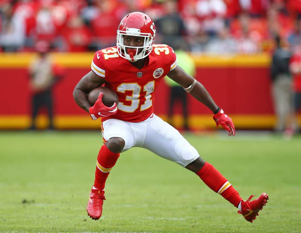Chiefs Waive RB Akeem Hunt From PUP List With Settlement