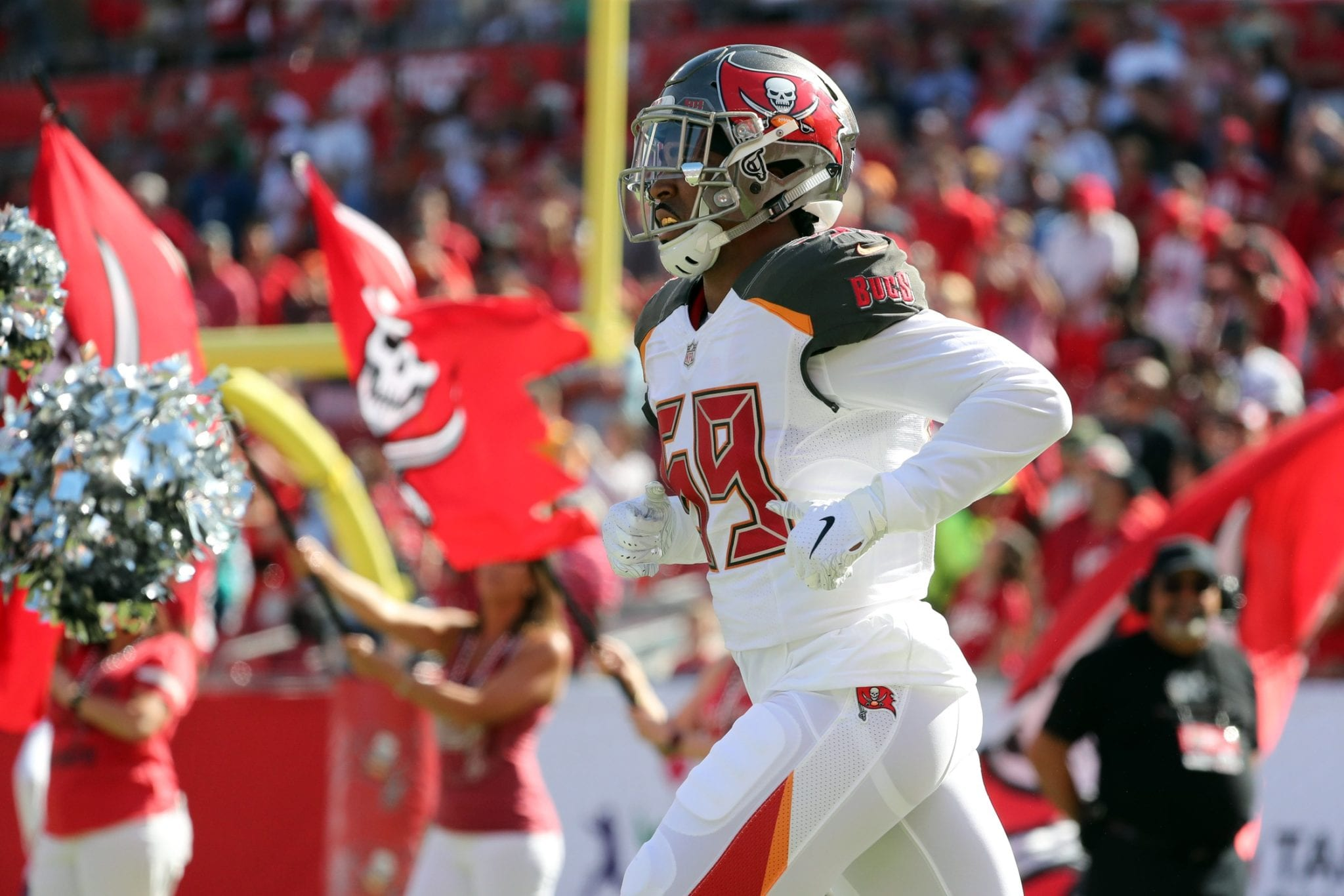 official photos af520 8ac95 Buccaneers Re-Sign LB Devante Bond To One-Year Deal ...