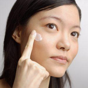 Safflower Oil Benefits for Moisturizing Your Face