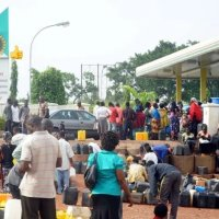 FG Slashes Petrol Pump Price To N123.50