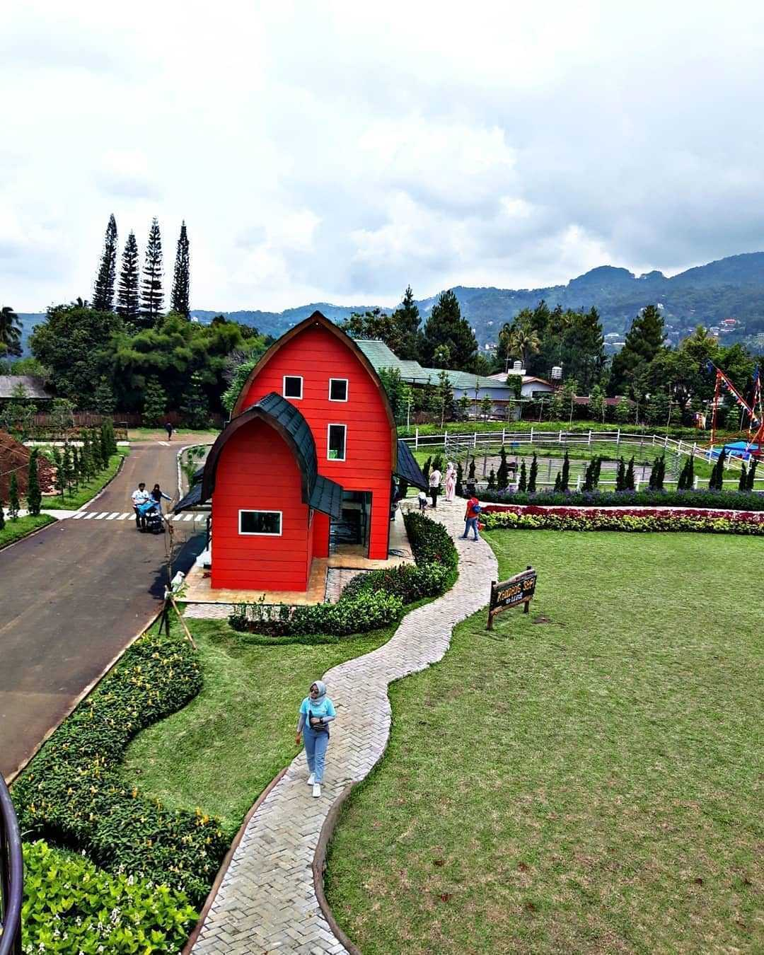Rumah Merah The Ranch Puncak