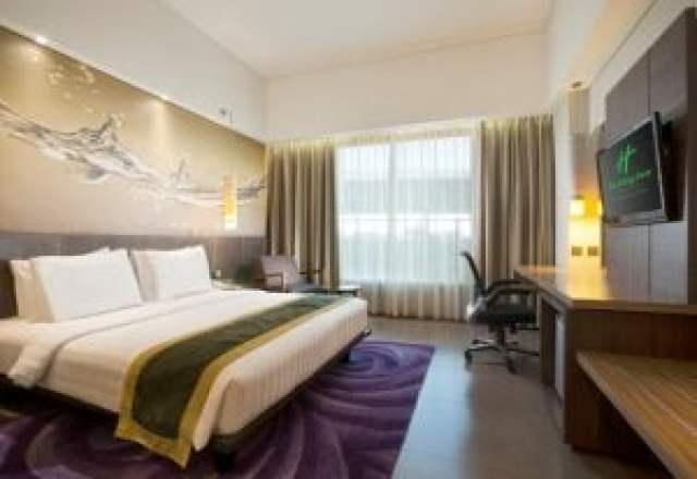 Deluxe King Room Holiday Inn Bandung Pasteur