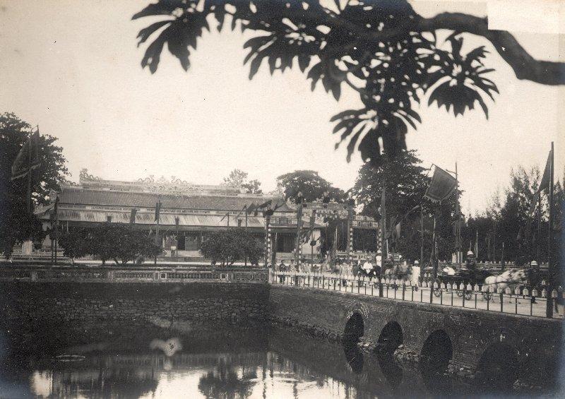 https://i0.wp.com/nguyentl.free.fr/autrefois/quarantenaire-kd/palais_Thai_Hoa.jpg