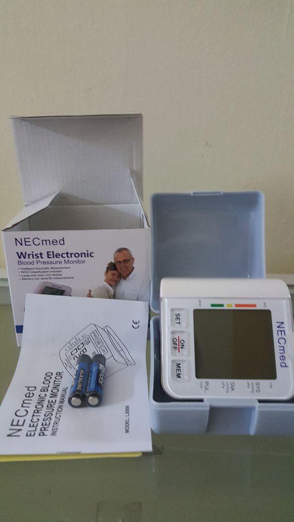 Máy đo huyết áp cổ tay Necmed LX 800