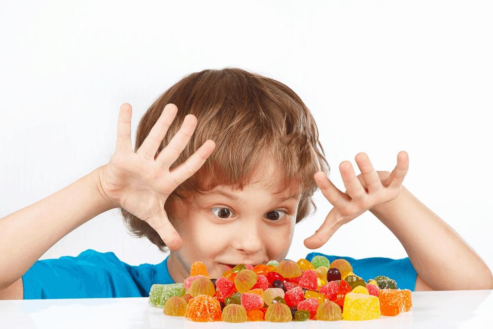 Trẻ ăn quá liều kẹo canxi, vitamin có sao không?