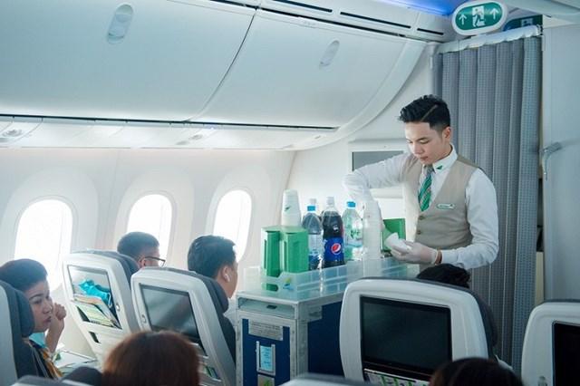 Bỏ học đại học để theo đuổi đam mê tiếp viên hàng không