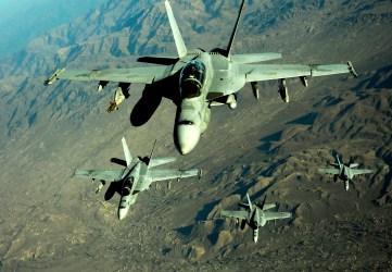 F-18 được tiếp dầu, Afghanistan