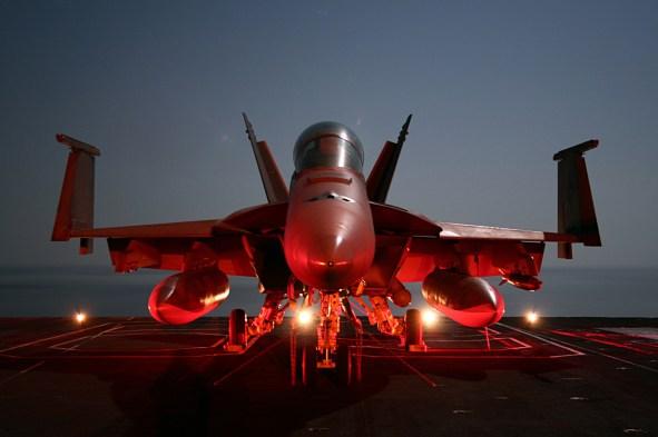 FA-18 Super Hornet trên boong