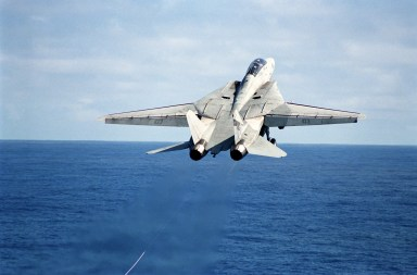Thái Bình Dương, F-14D Tomcat cất cánh từ tàu sân bay Constellation, 01/04/01