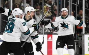Sharks comemoram vitória no OT