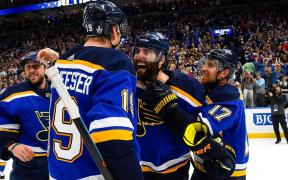 Blues vencem Dallas Stars com gol de Maroon