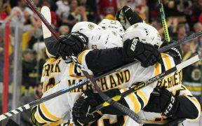 Boston Bruins vence Carolina Hurricanes em jogo 4 na Conferência Leste e avança para final da Stanley Cup