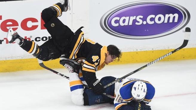 Krug repete cena de Bobby Orr e voa no gelo