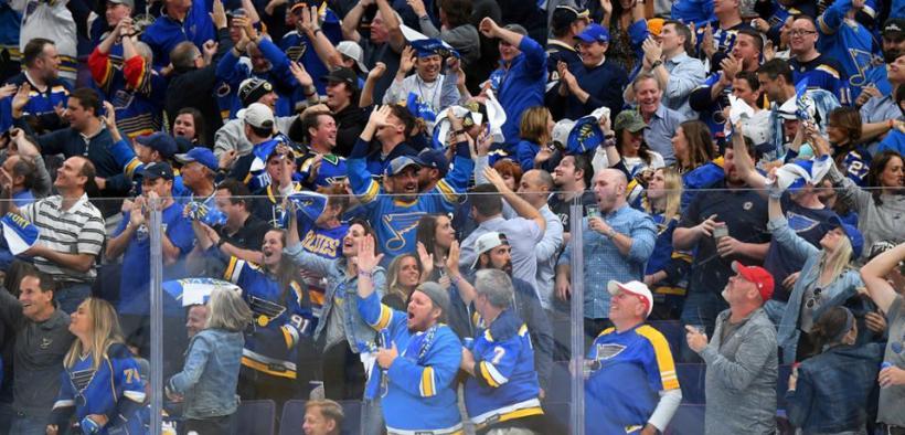 Vitória de St. Louis no jogo contra o Bruins, que garantiu o empate na série final da Stanley Cup