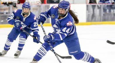 Mulheres jogando hockey na Canadian Women's Hockey League
