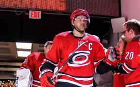 Justin Williams retorna a Canes