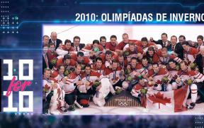 Seleção masculina canadense de hockey comemora a medalha de ouro em Vancouver