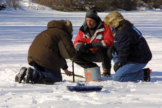 bow-ice fishing-set tipup4