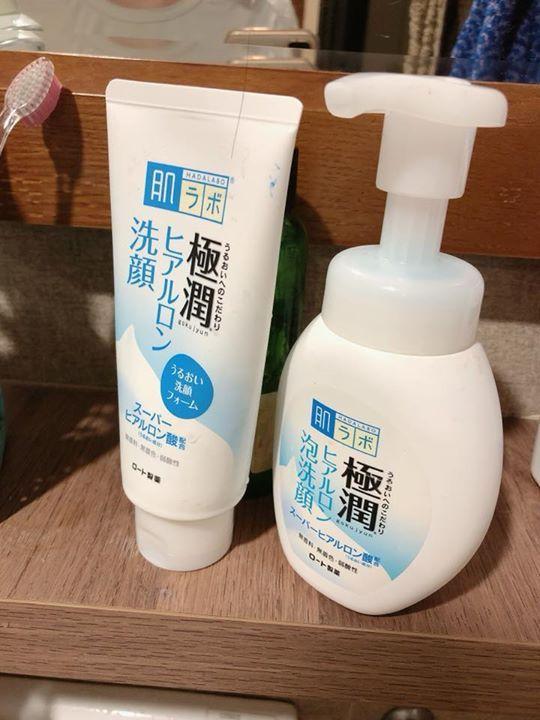 Sữa rửa mặt nào tạo bọt và làm sách da dùng tốt cho máy rửa mặt?