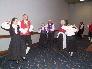 2003-31-Dancers1