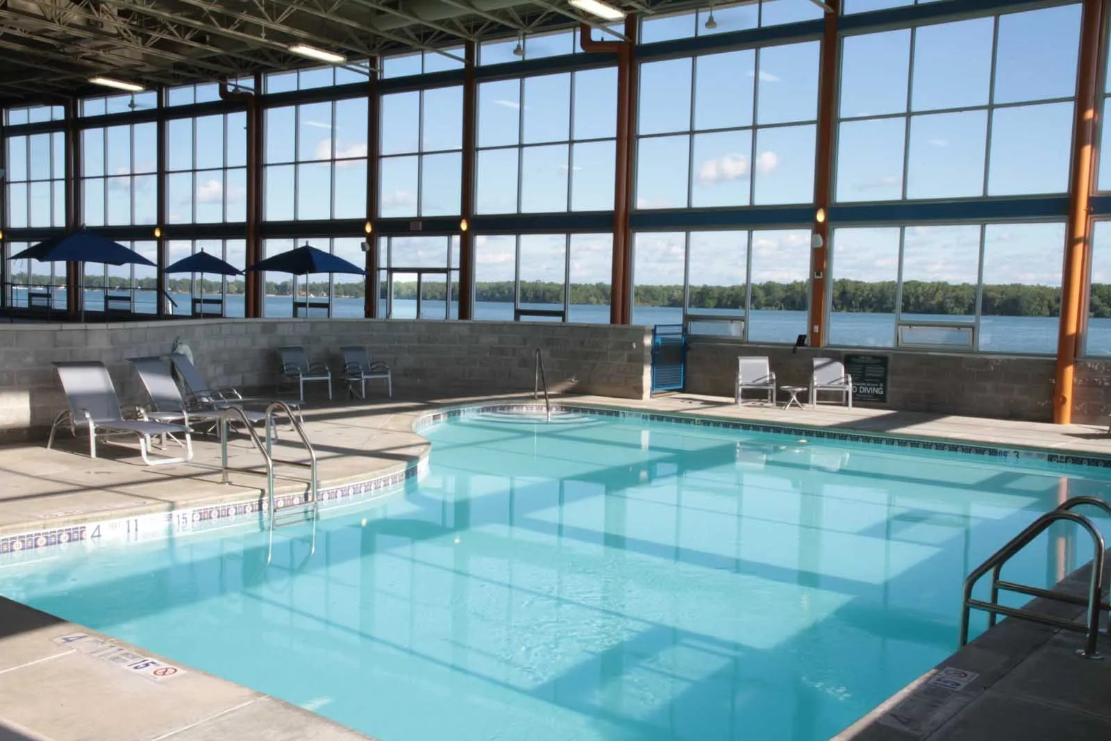 Niagara Riverside Resort - Pool