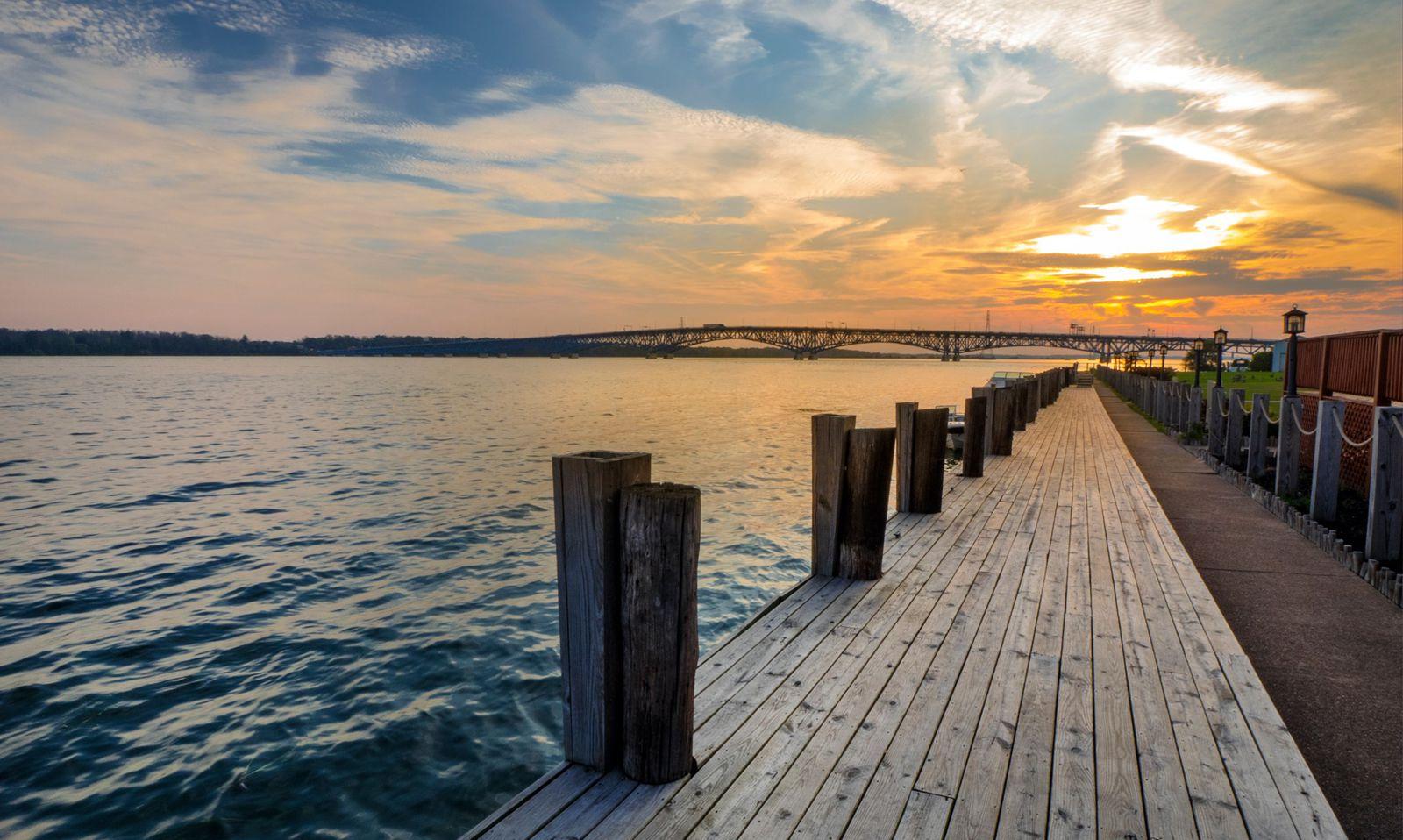Niagara Riverside Resort - Dock
