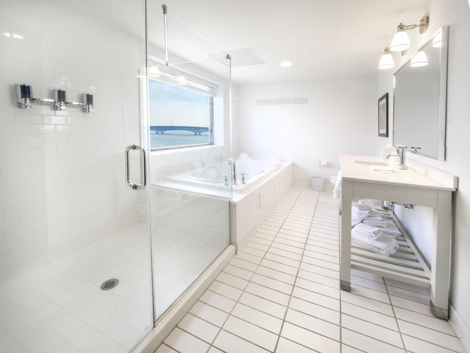 Niagara Riverside Resort - Bathroom