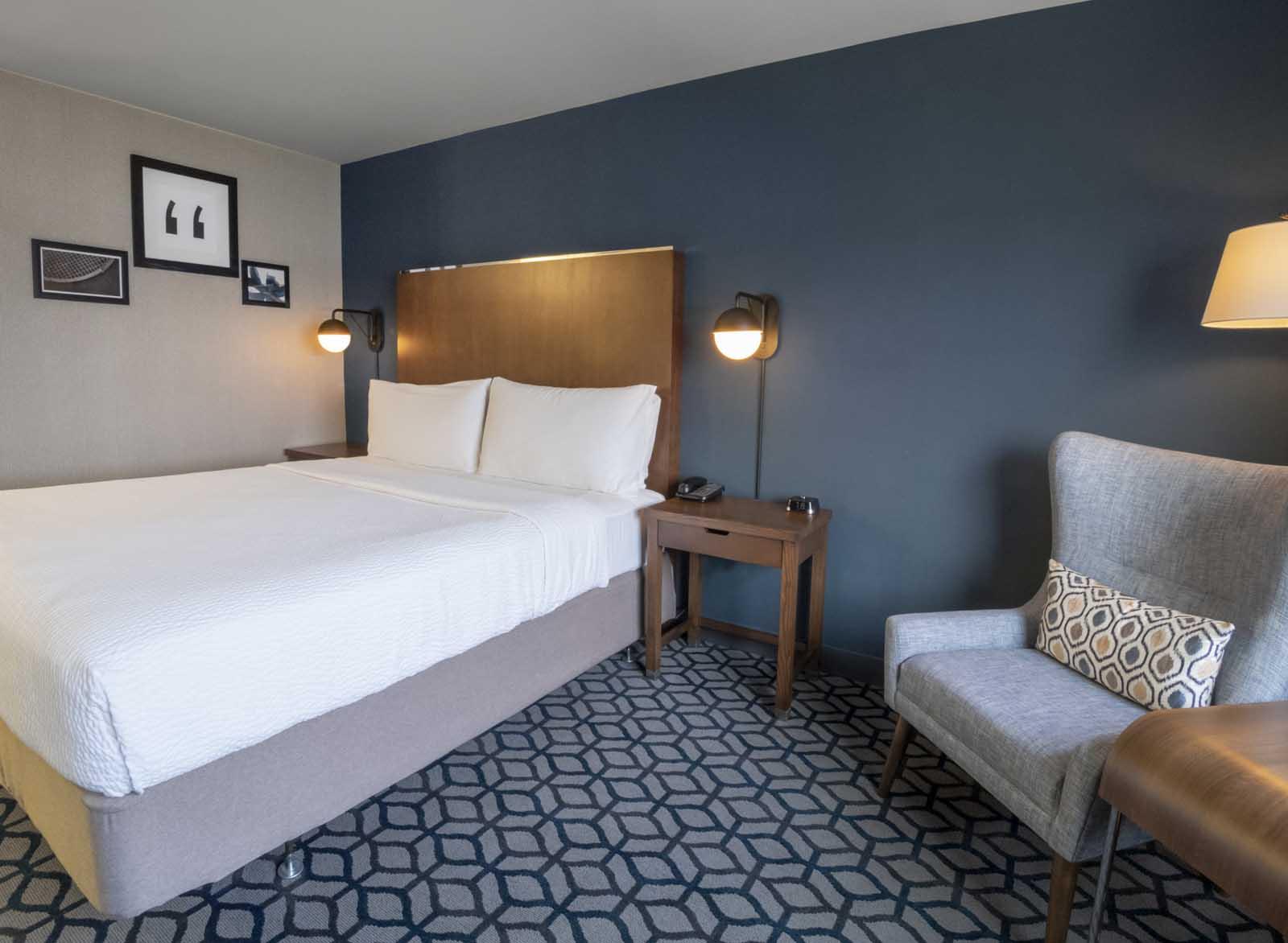 Niagara Riverside Resort - 1 King, City View