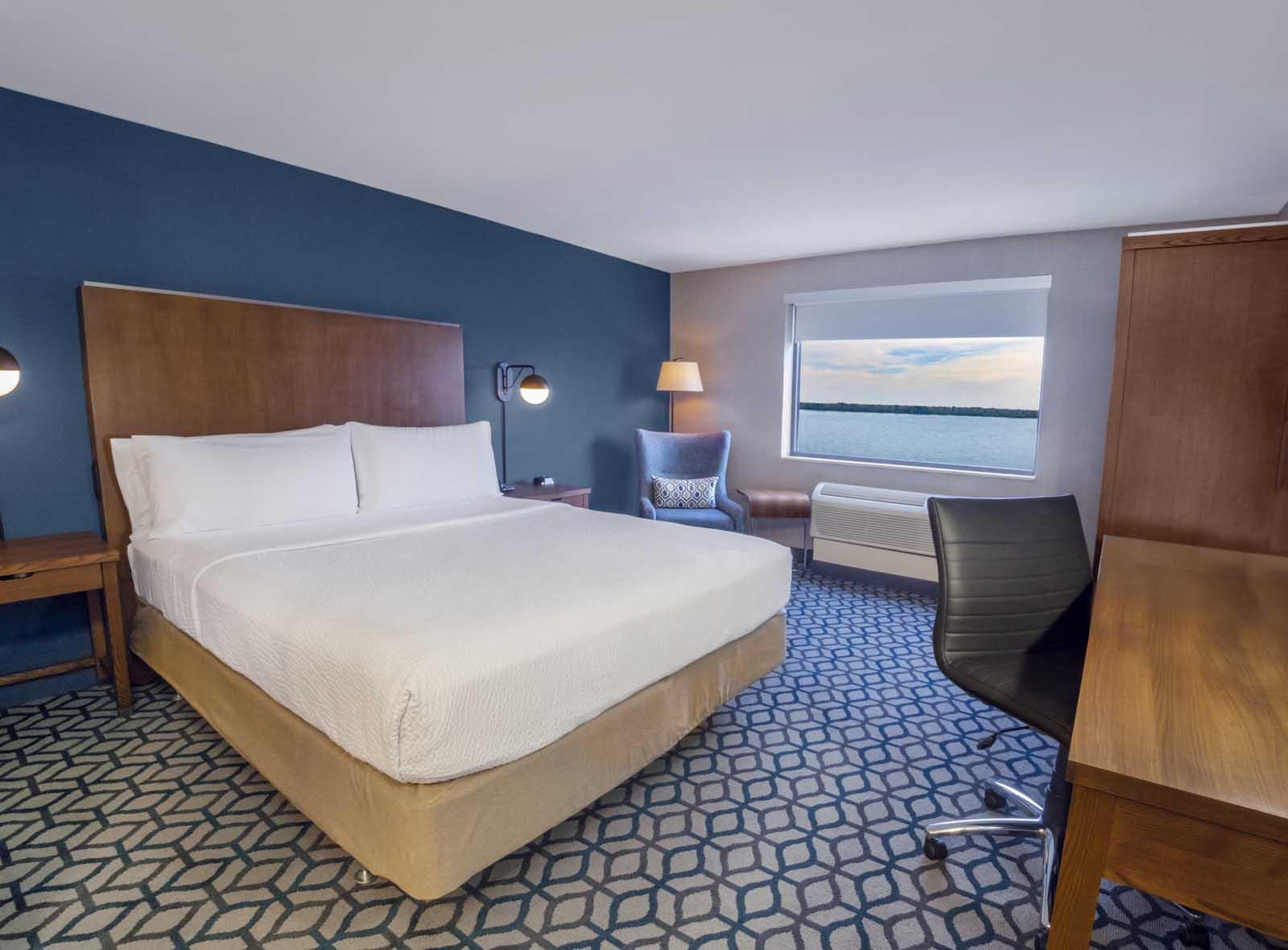 Niagara Riverside Resort - King - River View