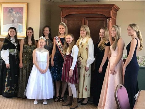 The 7 contestants with Miss Norway 2017, Kristen Johnson, and Little Miss Norways