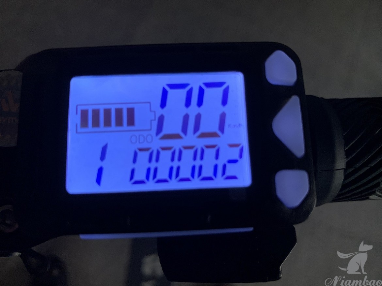 Waymax X6 碳纖維電動滑板車- 儀錶板