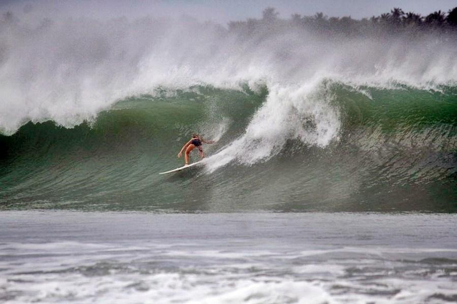 SURFE NA ILHA DE NIAS - INDONESIA