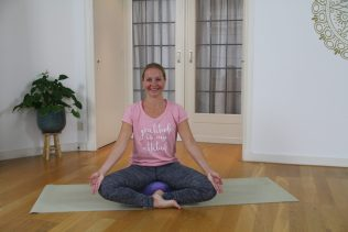 NiceDay blog: How to maintain online yoga at home