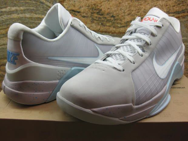 "Nike Hyperdunk Low ""Marty McFly"""