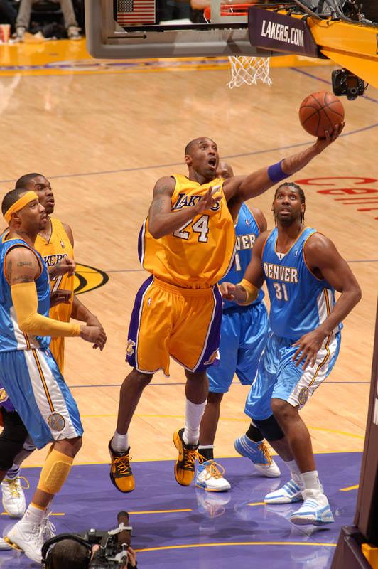 35b6e4f9c247 Kobe Bryant laying it up in the Nike Zoom Kobe V