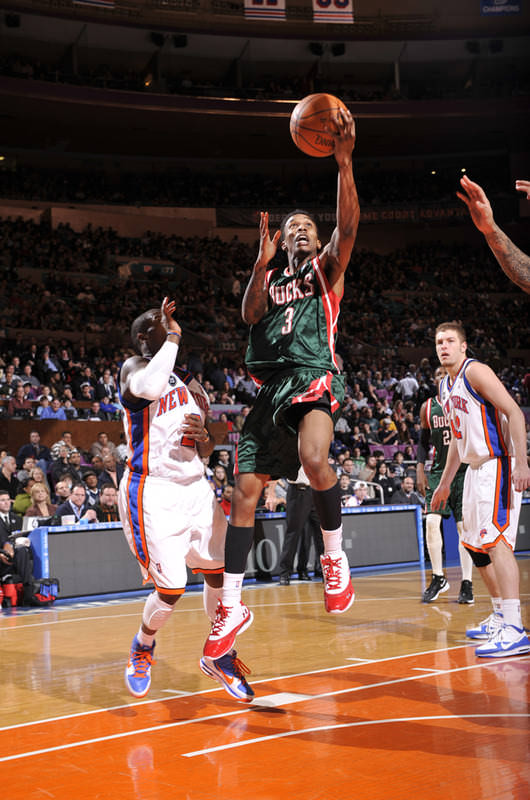 c021540e66eb Brandon Jennings in the Under Armour Prototype and Nate Robinson in the Nike  Blue Chip II ...